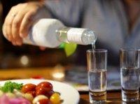 Spirtli içki qəbulu koronavirusun qarşısını alır? – İddialara mütəxəssis cavabı